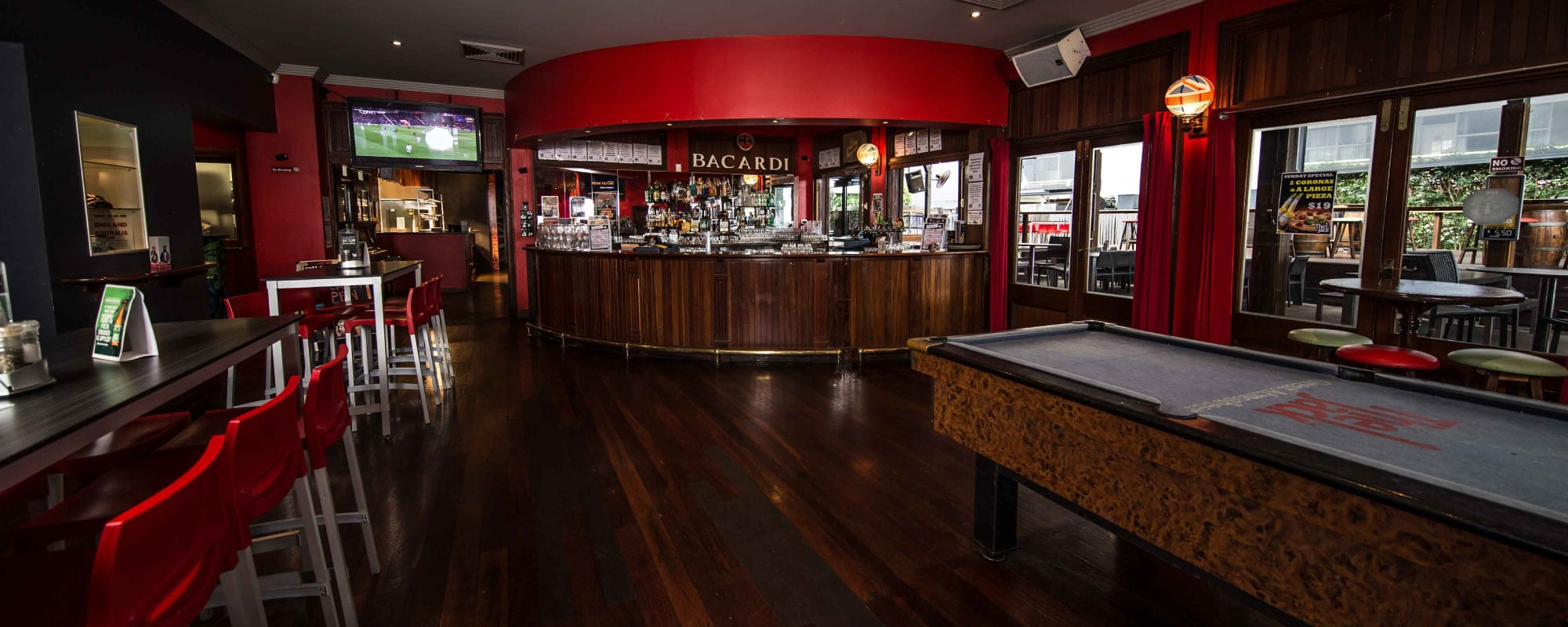 The-jack-cairns-bar-pub-hostel-backpackers